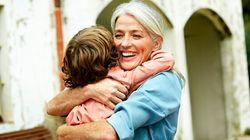 Ogni volta che andrà a prendere i nipoti a scuola ci sarà un abbraccio stretto