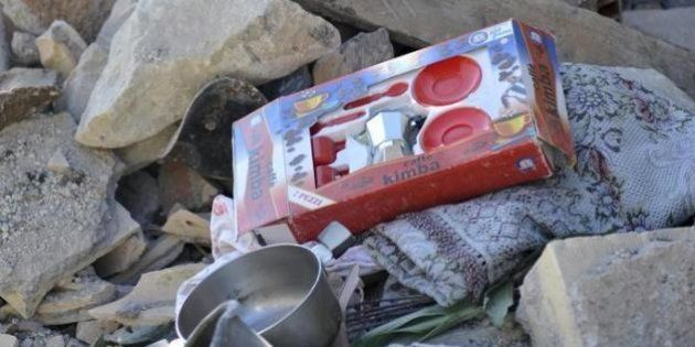 Terremoto, orrore sciacalli: si fingono volontari e rubano giochi dei
