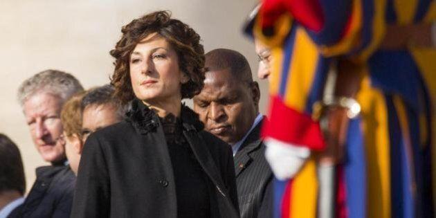Agnese Landini dal Papa sceglie il total black: sotto il cappotto nero