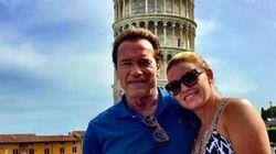 Schwarzenegger in vacanza a Pisa raddrizza la torre con