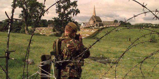 Contro la minaccia dell'Isis il Vaticano chiede non di militarizzare le chiese. Porte aperte come sempre,...