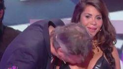 Le bacia il seno in diretta tv nonostante il suo diniego: i telespettatori lo