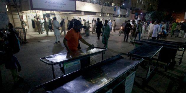 Attacco kamikaze in una moschea sufi in Pakistan, la polizia:
