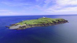 Quest'isola scozzese (con cottage e faro) è stata messa in vendita al prezzo di un bilocale a
