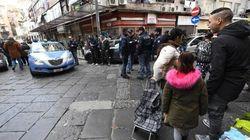Spari in centro storico a Napoli: 4 feriti. Colpita a un piede una bambina di 10