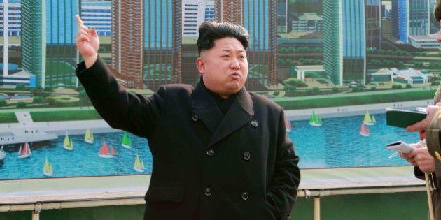 Corea del Nord, prova di forza di Kim Jong Un: lanciati tre missili nel mar del
