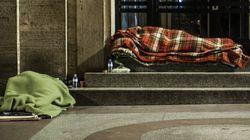 Donna senzatetto dormiva al freddo, i Carabinieri le pagano una notte in