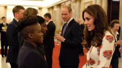 Kate a cena non gli atleti olimpici non bada all'etichetta e parla di Charlotte e