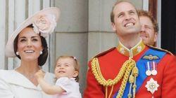 Charlotte si affaccia per la prima volta dal balcone di Buckingham