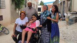 Nour può andare a scuola a Tunisi grazie a due ragazze italiane: Monica e