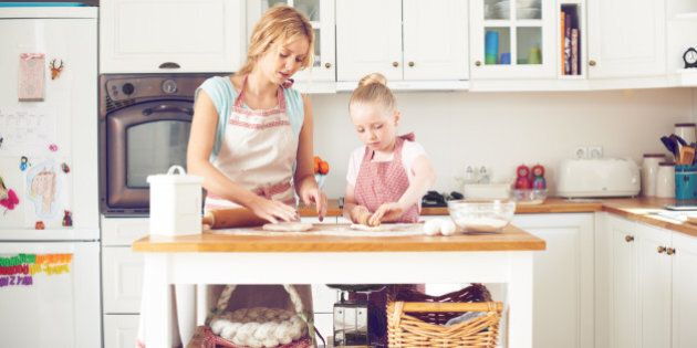 Perché cucinare insieme ai propri figli contribuisce al benessere di una