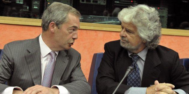 Grillo propone alla Rete il divorzio da Farage. Lasciare l'Efdd per entrare