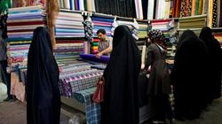A Teheran, la vitalità delle danzatrici persiane si nasconde dietro il