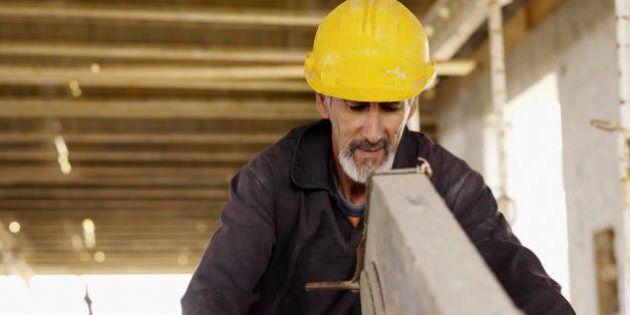 Il ministro del Lavoro, Giuliano Poletti, annuncia nuove risorse per gli ammortizzatori. 1,5 miliardi...