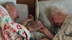 Questa foto dimostra quanto è difficile dirsi addio dopo 77 anni