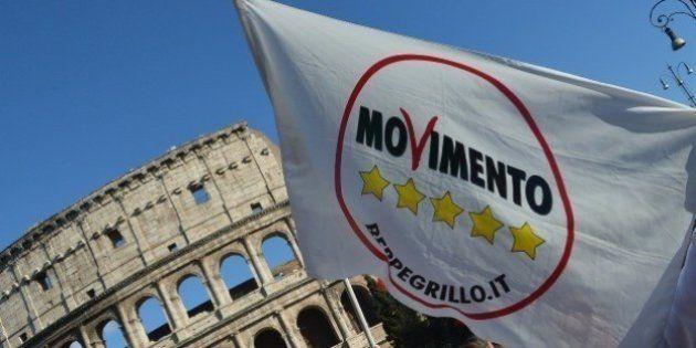 Giunta Roma, 500 romani possono chiedere l'impeachment della Raggi. Cosa dice il codice di