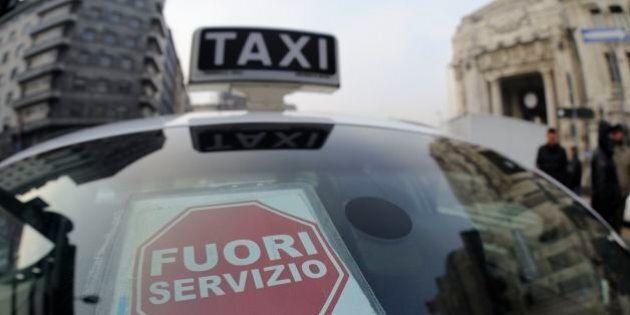 Tassisti a Milano lanciano uova a un Ncc, il conducente scende ed estrae una pistola