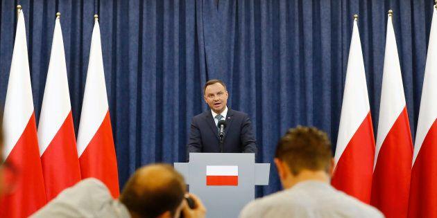 Polonia, Duda non firma e respinge la riforma della