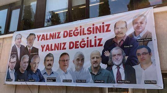Contro i 17 giornalisti di Cumhuriyet un processo alla libertà di