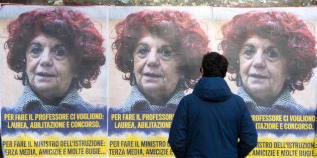 Il ministro dell'Istruzione Valeria Fedeli presa di mira da manifesti anonimi: