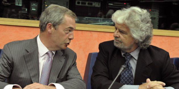 Beppe Grillo chiama Nigel Farage. M5S tratta per restare in Efdd ma l'Ukip detta le sue