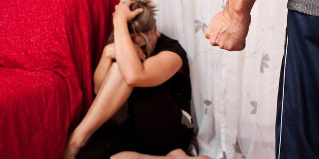 Studentessa escort violentata nella sua casa di Roma. Si salva aggrappandosi nuda allo stendino sul