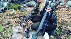 Suicida la cacciatrice spagnola star dei social network, gli animalisti esultano:
