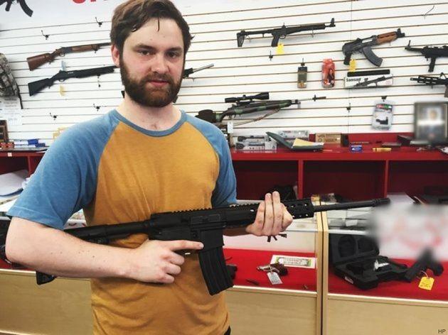 Orlando, 38 minuti per acquistare un fucile d'assalto AR-15 a due giorni dalla strage. Il