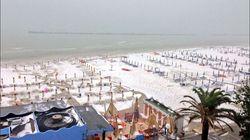 Il maltempo si abbatte sull'Italia. Imbiancata la spiaggia di San Benedetto del Tronto, 2 marittimi morti al largo di