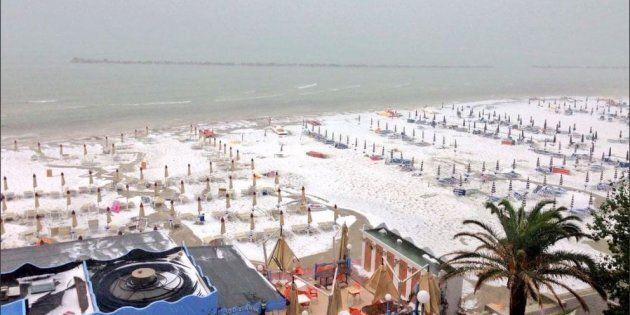 Il maltempo si abbatte sull'Italia. Imbiancata la spiaggia di San Benedetto del Tronto, 2 marittimi morti...