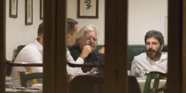 Beppe Grillo resta a Roma per ricucire il Movimento 5 Stelle. Pranzo con il