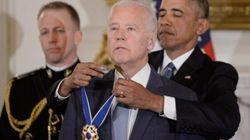 Obama sorprende Biden con un omaggio inaspettato (e il vicepresidente