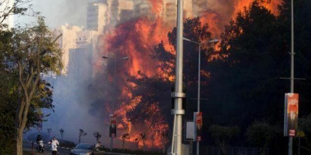 Israele in fiamme, situazione tragica ad Haifa. Migliaia di persone costrette ad abbandonare le case....