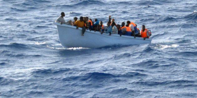 Migranti, naufraga barcone. Otto vittime, ma si temono centinaia di altri