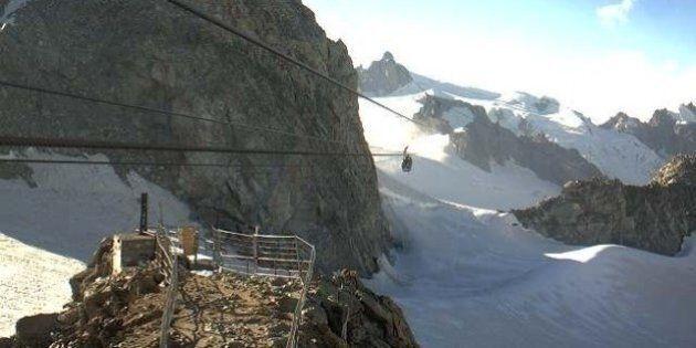 Monte Bianco, guasto a una funivia: 110 persone bloccate a 3000 metri. Problemi