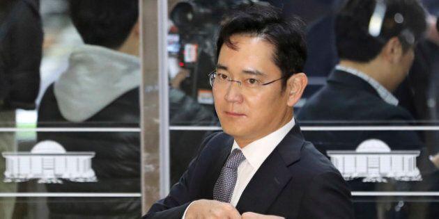 Lee Jae-yong, per il leader di Samsung chiesto l'arresto per
