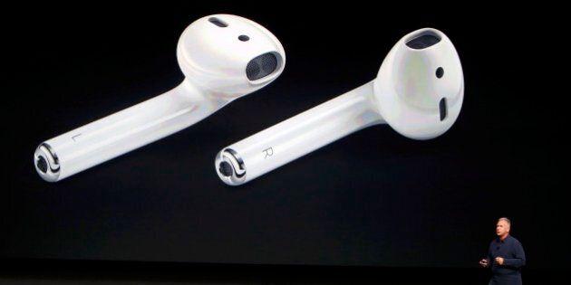 iPhone 7, auricolari wireless, è polemica: