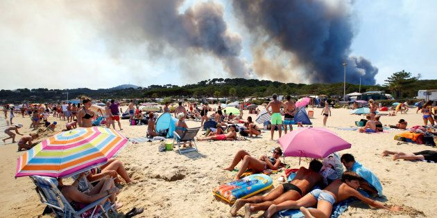 Francia e Italia stretti dalla stessa morsa degli incendi. Colpite le aree turistiche. Ma da noi è più...