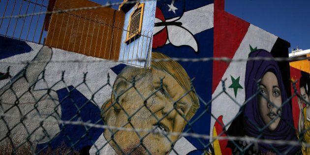 Rex Tillerson in Messico per parlare del muro. Un messicano espulso si suicida gettandosi da un