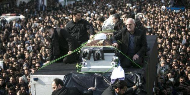 A Tehran, un pianto commemorativo diviene protesta