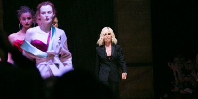 Versace non parteciperà alla sfilata di alta moda a Parigi: