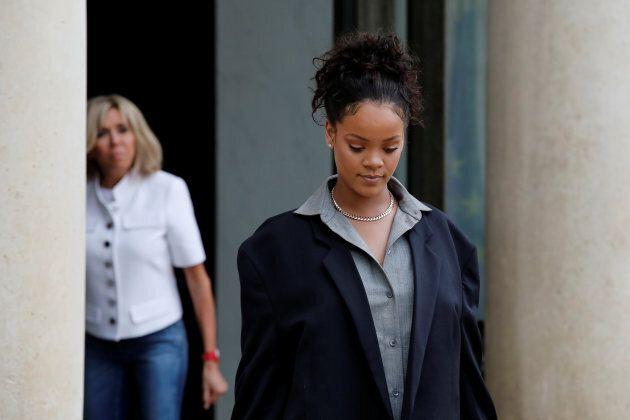 Rihanna incontra Brigitte all'Eliseo e il suo look fa discutere per 3