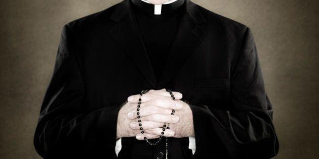 Padova, prete di una chiesa dei colli Euganei confessa sulle orge di don Andrea Contin: