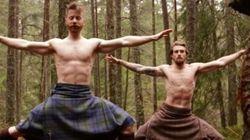 Questo video di yoga in kilt fa oltre 33 milioni di visualizzazioni (e si capisce