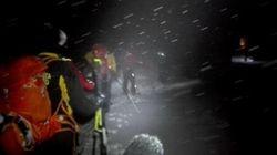 Hotel Rigopiano, la colonna dei soccorritori in mezzo alla bufera di neve