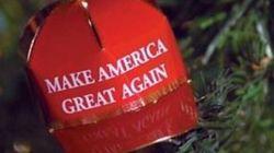 Donald Trump lancia una linea di decorazioni natalizie di lusso: 149 euro per un cappellino d'oro