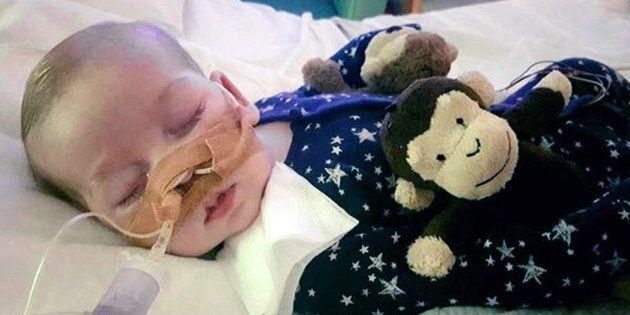 Ultime ore di vita per Charlie Gard, trasferito in un hospice con l'ok del