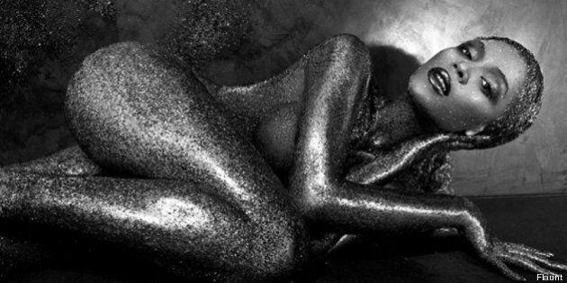 Beyoncé nuda per la copertina di Flaunt. Il corpo della cantante vestito solo di polvere dorata