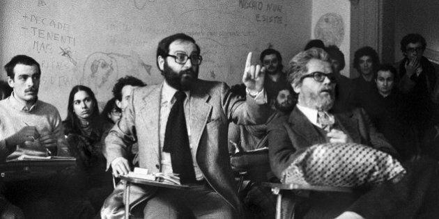 Bologna e la Rivoluzione del '77 negli scatti di Enrico Scuro. I cortei, le occupazioni, Umberto Eco...