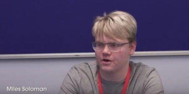 Miles Soloman, studente inglese di 17 anni, corregge un errore della NASA. L'agenzia lo invita ad analizzare...